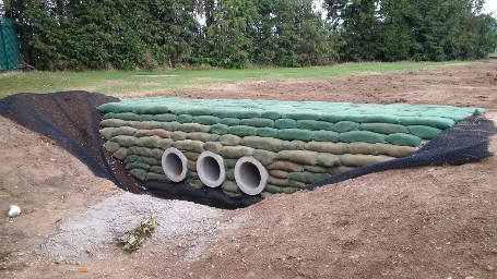 wk25 Kennet School - Concrete bagworks and swale